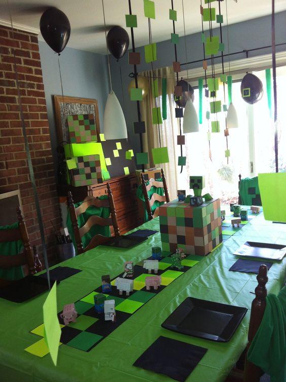 Minecraft kids' birthday table setting