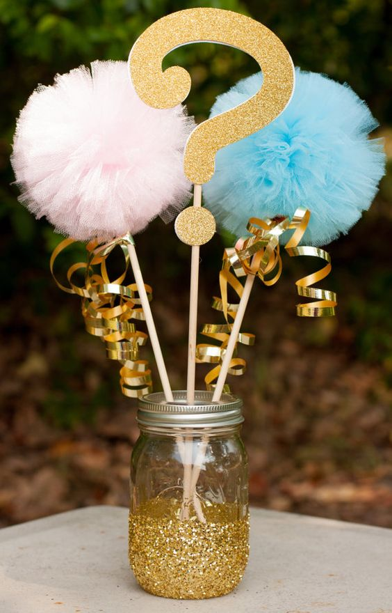 simple centerpiece with pompoms and a question mark