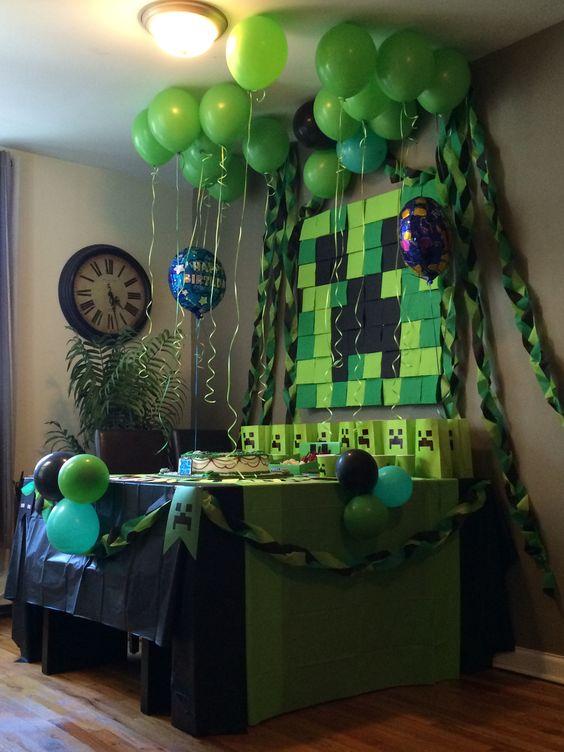 Minecraft dessert table decor made of cardboard