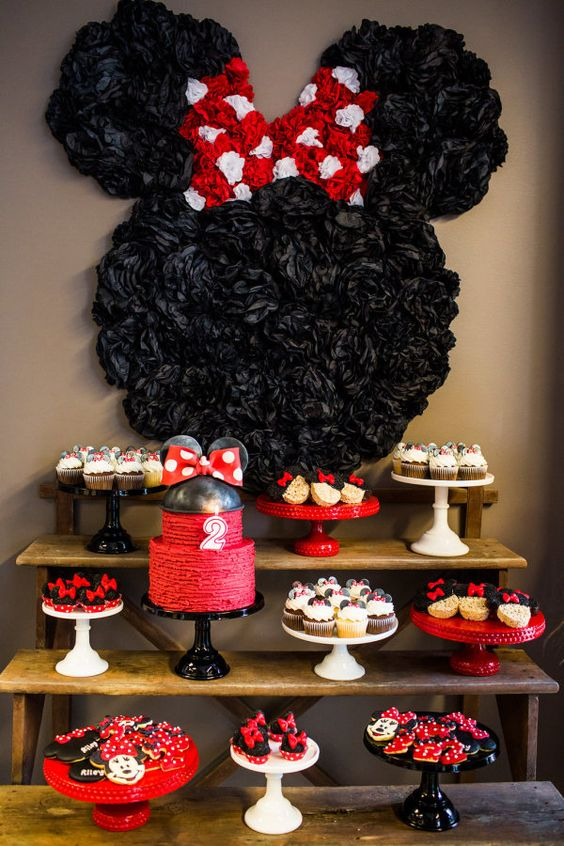 Minnie Mouse backdrop using tissue poms