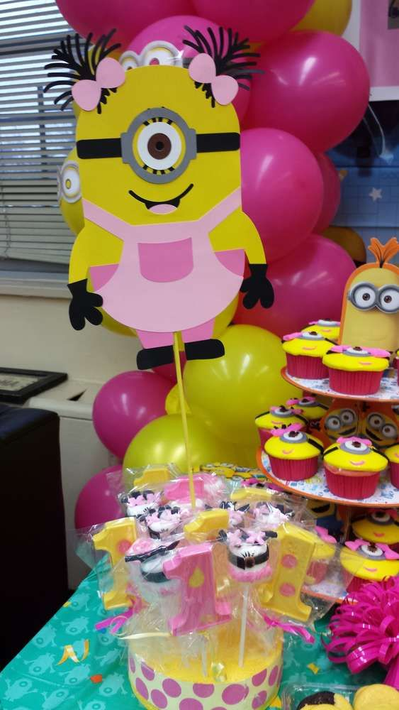 29 Cheerful And Easy Minion Party Ideas - Shelterness