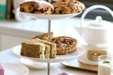 10 simple sweets and cake stand is ideal for modern decor