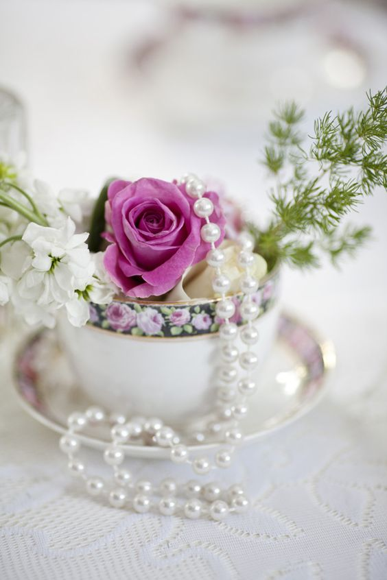 vintage tea cups with fresh flowers and paerls can make up a vintage centerpiece