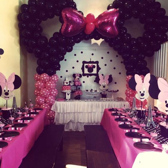 32 sweet and adorable minnie mouse party ideas shelterness for Baby girl birthday decoration pictures