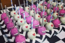 20 Alice In Wonderland cake pops