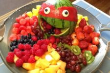 20 cut a watermelon and add a mask, place fruits on the dish