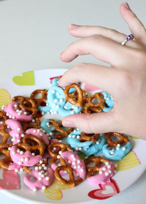 fancy gender reveal pretzels
