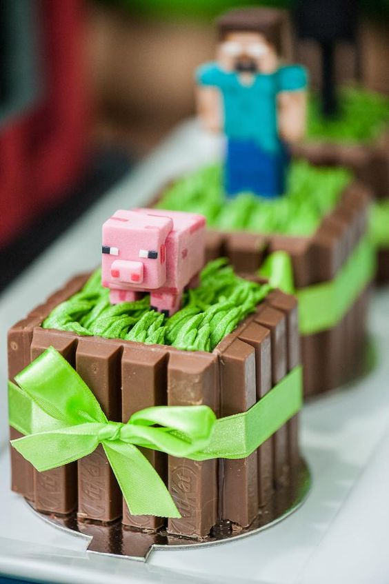 KitKat mini cakes for a Minecraft party