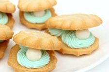 23 oyster and pearl cookies as a delicious treat