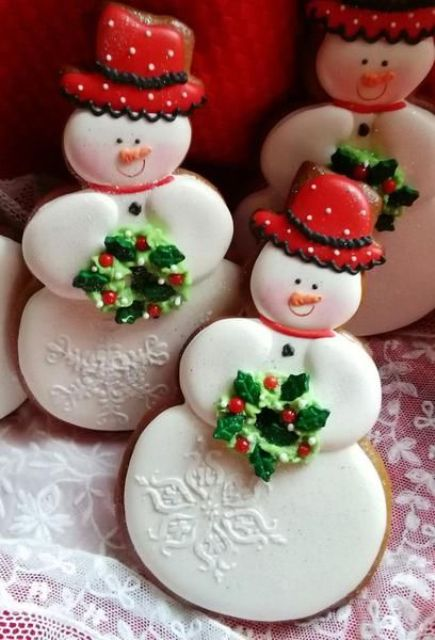 red hat snowmen with holly wreaths