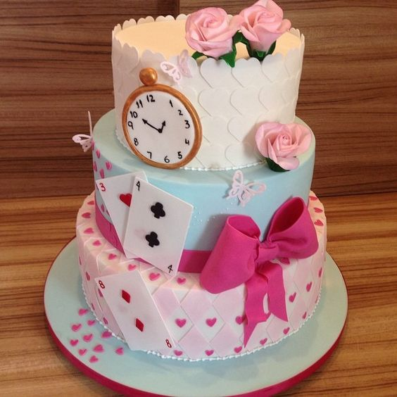 awesome glam Alice in Wonderland cake