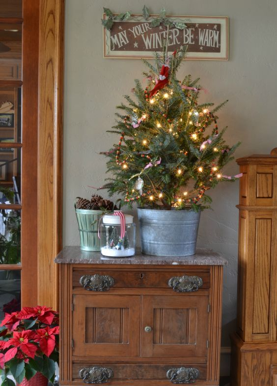 Cool Ways To Decorate Your Christmas Tree