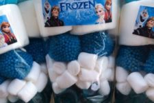 27 personalized loot bags for Frozen party favors
