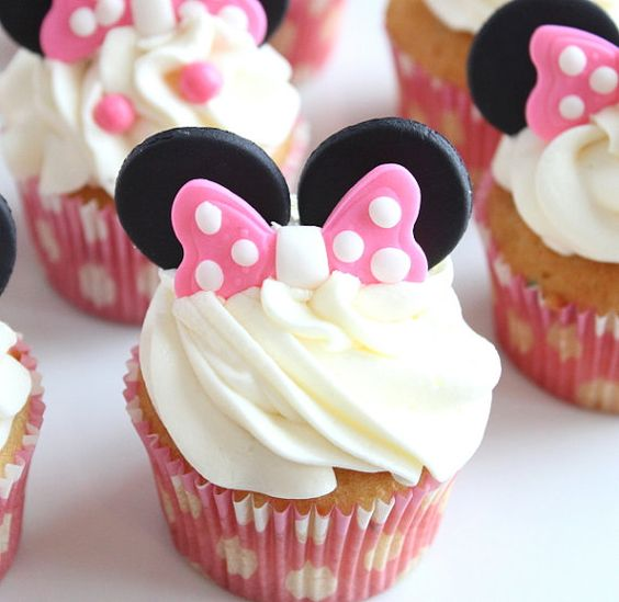 Minnie mouse ears and bow cupcakes