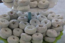 31 snowball donuts