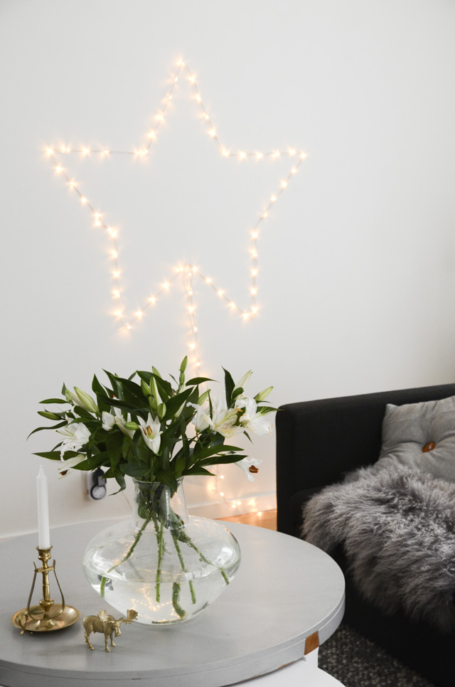 DIY wall star decor of Christmas lights (via blogg.skonahem.com)