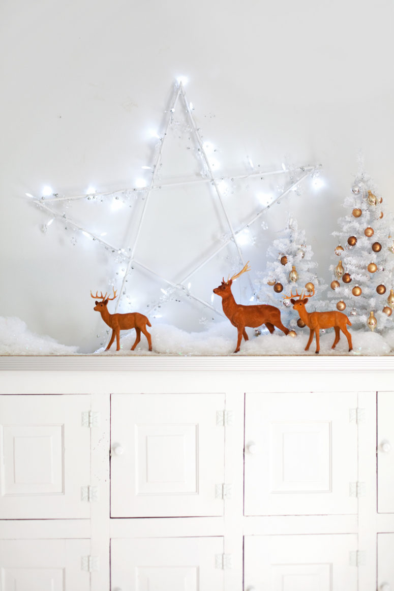 DIY star light holiday decoration (via www.abeautifulmess.com)