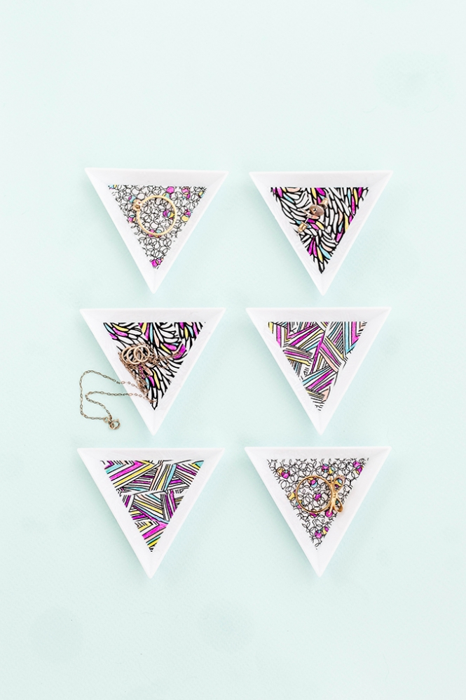 DIY washi tape mini jewelry trays (via www.dreamgreendiy.com)