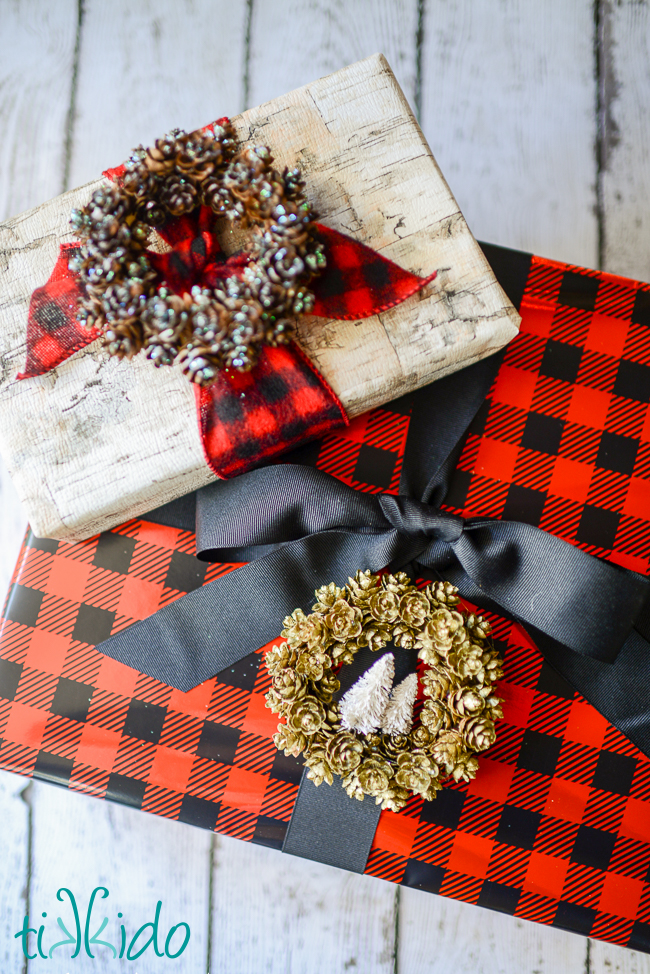 DIY pinecone wreath Christmas gift topper (via www.shelterness.com)