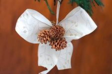 DIY Christmas bow with pinecones decoration