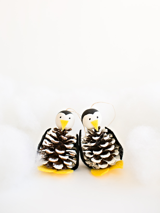 DIY pinecone penguin Christmas ornaments (via www.hellowonderful.co)