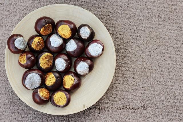 DIY glam glitter chestnuts (via frompankawithlove.blogspot.ru)