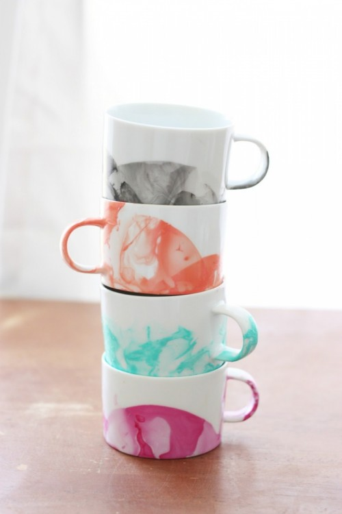 DIY marble mugs with nail polishes (via www.shelterness.com)