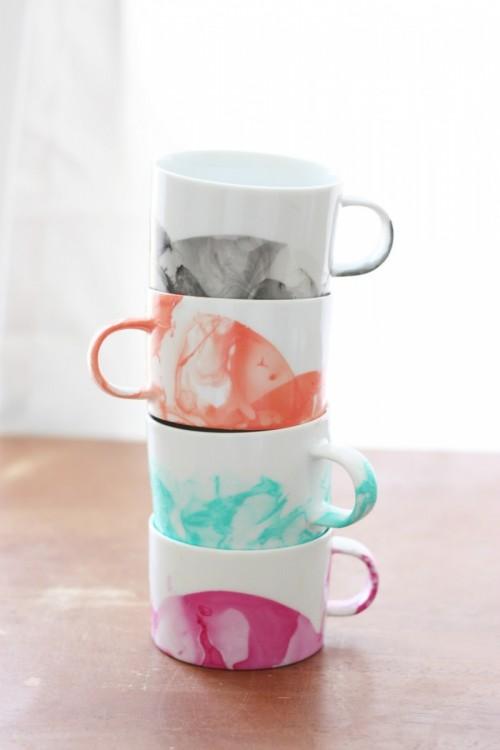 DIY marble mugs with nail polishes