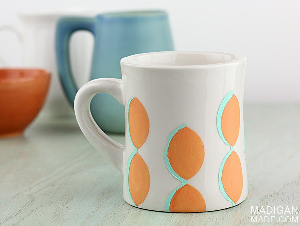 DIY modern scallop mug (via rosyscription.com)