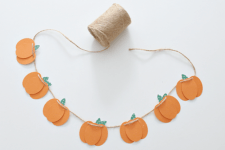 DIY 3D fall pumpkin garland of colored paper