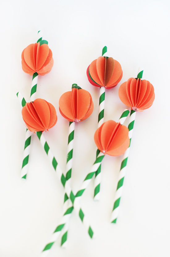 DIY paper pumpkin straw toppers (via www.hellowonderful.co)