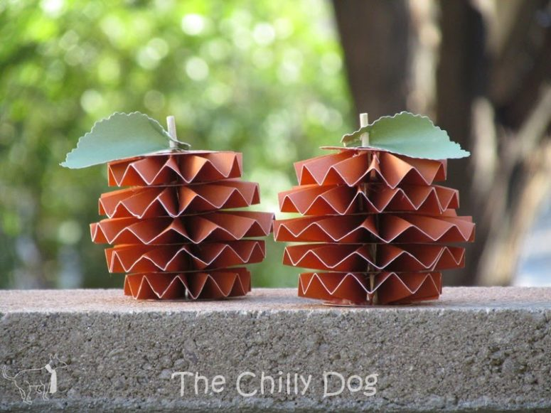DIY accordion fold paper pumpkin decor (via www.thechillydog.com)