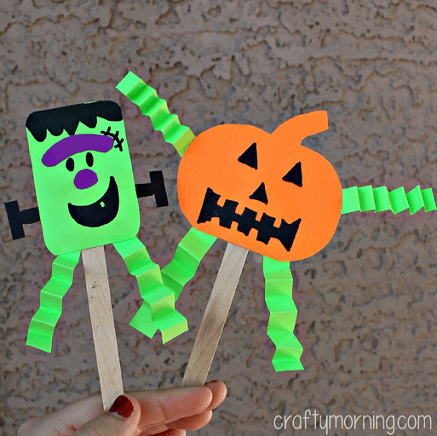 DIY Halloween puppets made of popsicle sticks (via www.craftymorning.com)