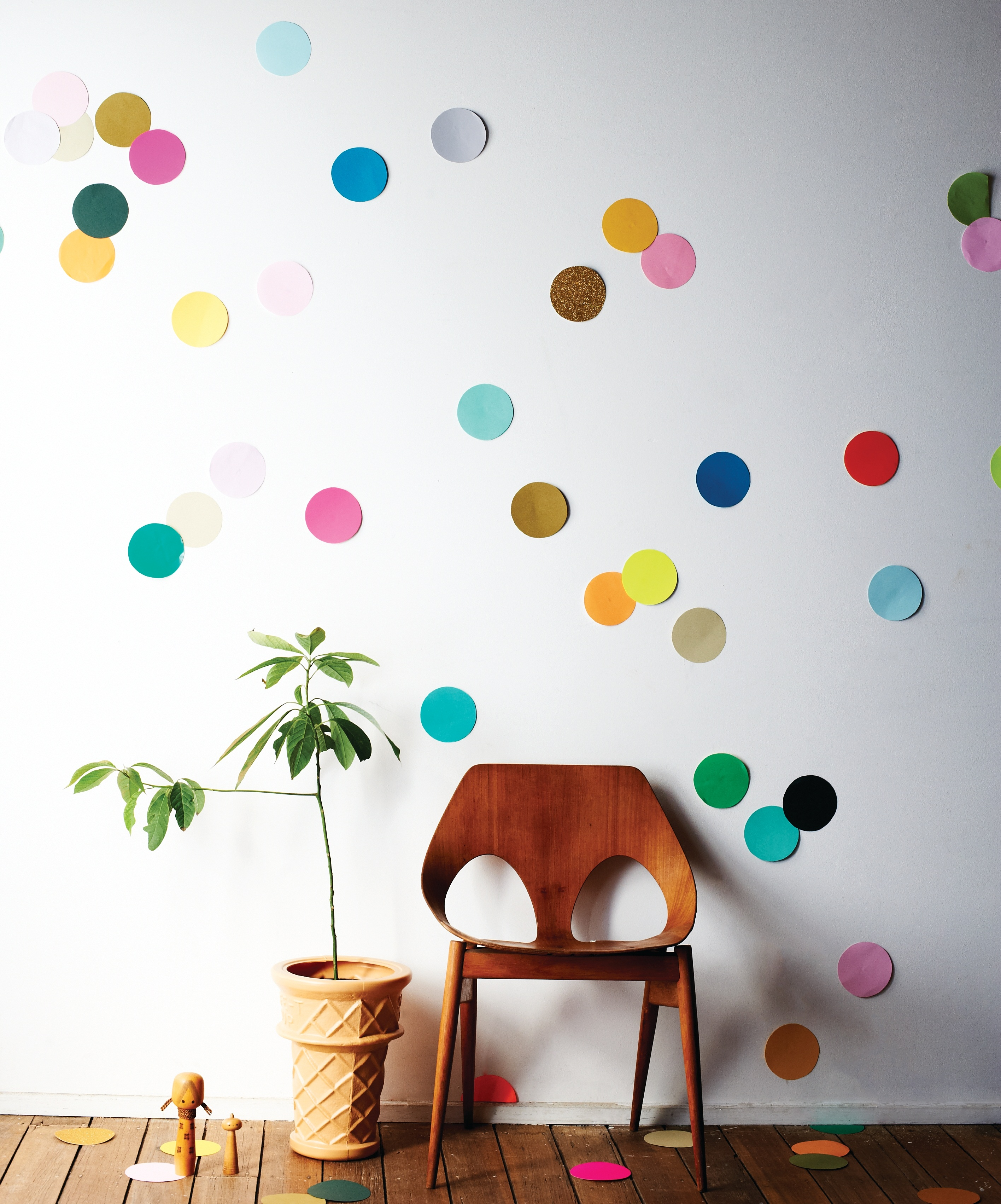 DIY giant confetti wall decor