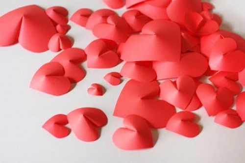 DIY 3D paper hearts for wlal decor (via www.shelterness.com)