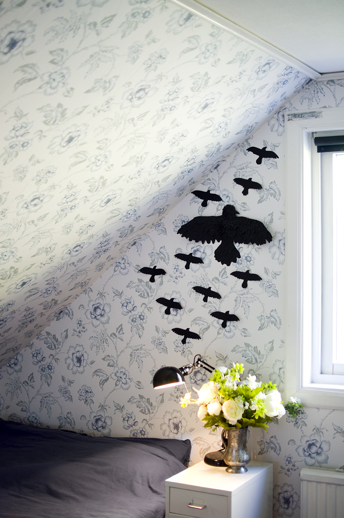 DIY black ravens on the wall for Halloween (via jessicaandersdotter.se)