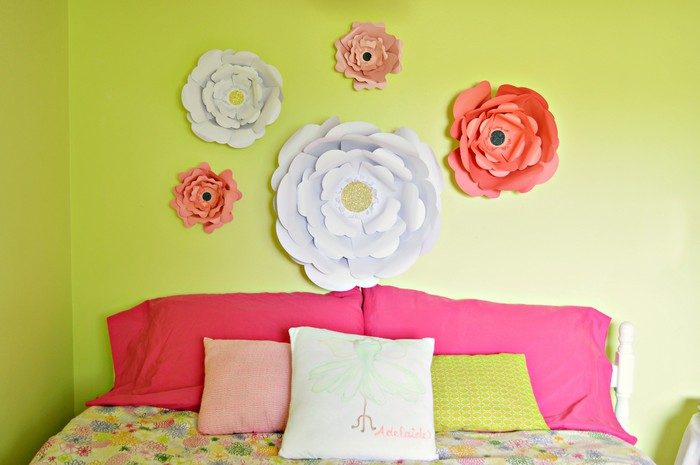 DIY paper big blooms decor (via madincrafts.com)