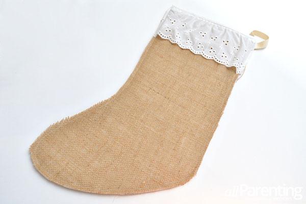 DIY pretty burlap Christmas stockings (via www.allparenting.com)