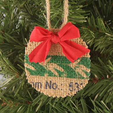 diy rustic burlap christmas ornament via craftpenguincom - Burlap Christmas Decorations