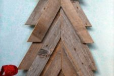 02 a rustic Christmas tree from barnwood