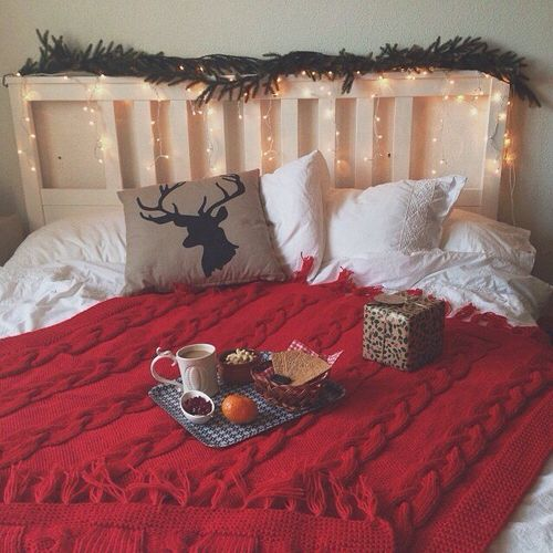 an evergreen garland with lights on the headboard will turn your bedroom into a holiday spot - Christmas Bedroom Decor Ideas