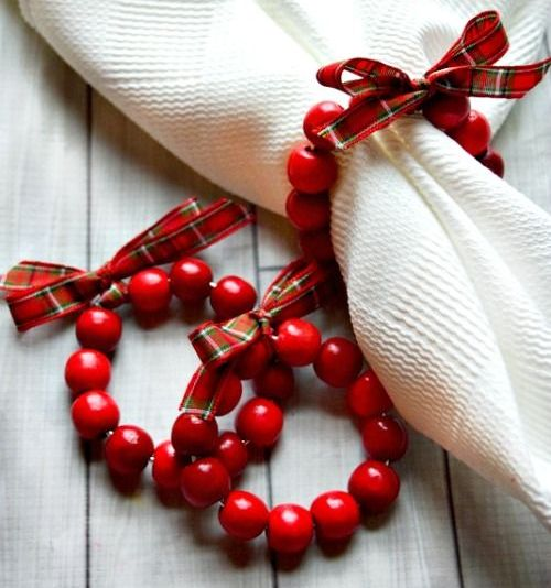 cranberry wreath napkin rings with plaid bows