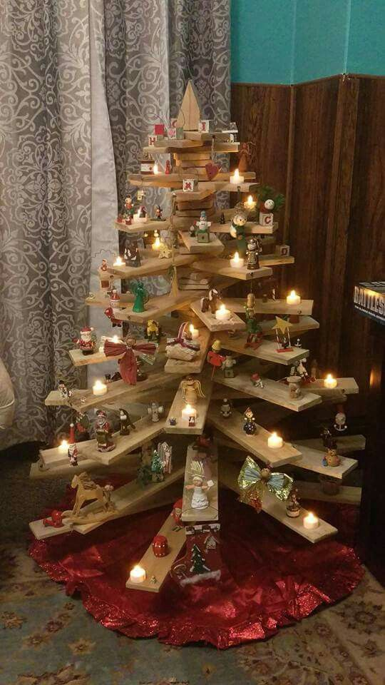26 creative pallet christmas trees with decor ideas shelterness. Black Bedroom Furniture Sets. Home Design Ideas