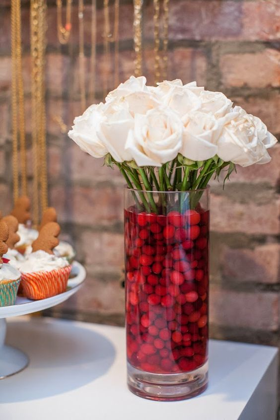 20 Chic Christmas Flower Arrangements - Shelterness