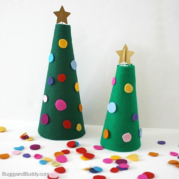 DIY decorating a felt Christmas tree activity (via buggyandbuddy.com)