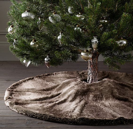 luxurious faux fur tree skirt