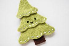 DIY felt Christmas tree pin