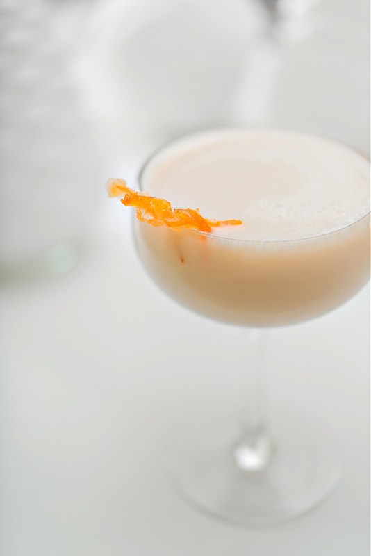 DIY Kentucky Christmas cocktail with candied orange (via intheknowmom.net)