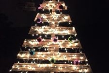 14 large pallet Christmas tree with lights and colorful ornaments