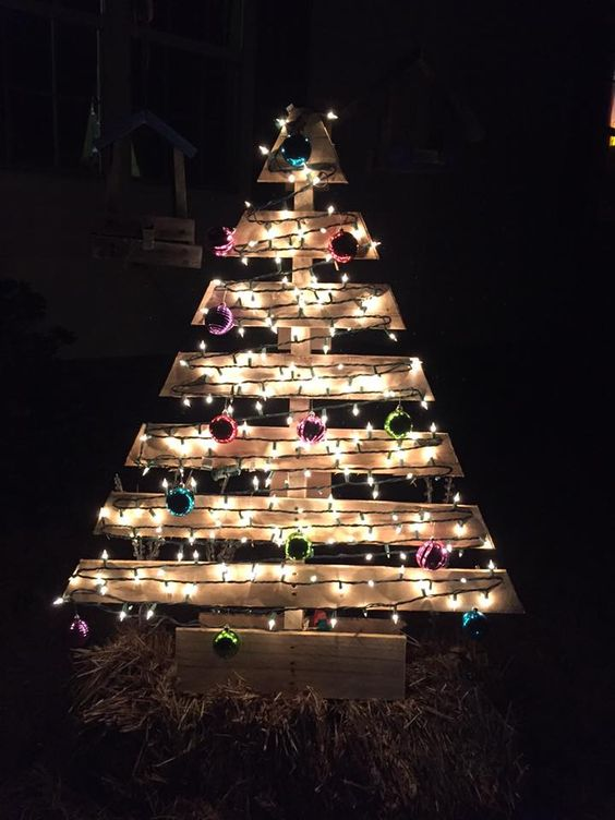 large pallet christmas tree with lights and colorful ornaments - Christmas Trees With Lights